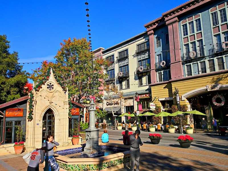 Photo of some shops in Santana Row by Payton Chung